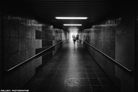PEOPLE WALKING 27