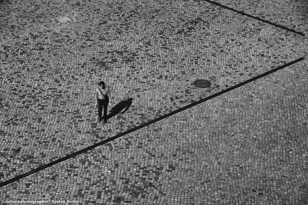 PEOPLE WALKING 55